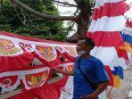 warga-asli-garut-provinsi-jabar-berjualan-bendera-dan-umbul-umbul-di-kota-palembang.jpg