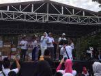 wawako-palembang-goyang-peserta-jalan-sehat-hut-tvri_20170129_110745.jpg