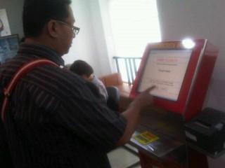 Kantor Perizinan Terpadu Palembang Gunakan Layanan Touchscreen