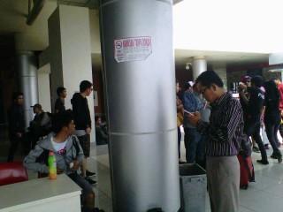 Bandara SMB II Belum Bebas Rokok