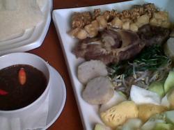 Inilah Tempat Kuliner di Surabaya Mie Ayam, Gado-gado dan Rujak