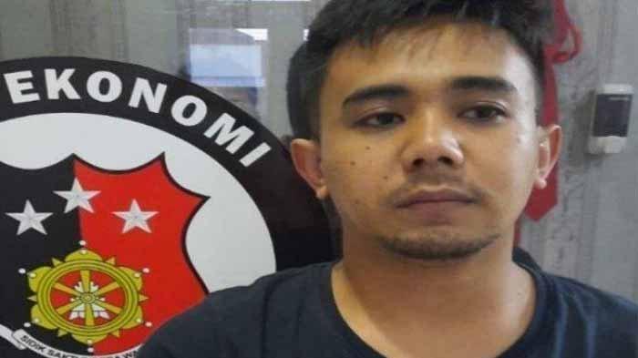 Tersangka Yandi (28), pria bermodal paras wajah dan tubuh atletis incar janda kaya Semarang untuk dikencani. Setelah berhasil ajak tidur bareng, dia memploroti uang korban hingga ratusan juta rupiah.