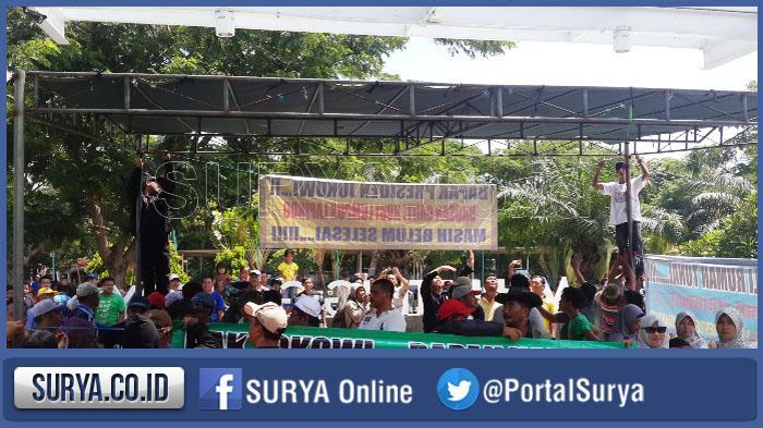 BREAKING NEWS - Korban Lumpur Lapindo Demo, Dirikan Tenda di Kahuripan Nirwana Village