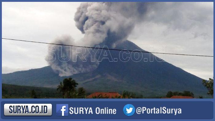 Gunung Semeru Semburkan Lava Sebanyak 14 Kali dan Letusan 49 Kali