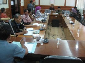 Komisi D - Dindik Gresik Bahas Dugaan Soal Unas SD Bocor