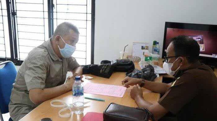 Dokter Indra Wirawan, seoang dokter di Rumah Tahanan Negara (Rutan) Tanjung Gusta Medan jual vaksin Covid-19 kongkalikong dengan calo vaksin Covid-19.