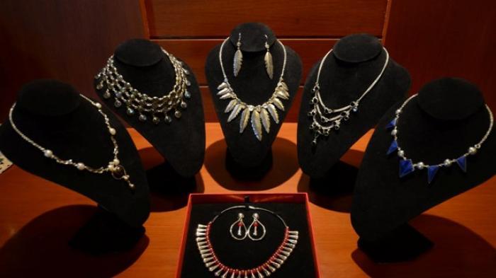 Empress Box, Perhiasan Perak Ala Minoca Liando