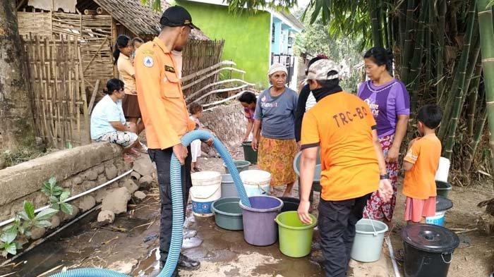 BPBD Jember Salurkan Air Bersih di 2 Kawasan yang Kekeringan Akibat Kemarau