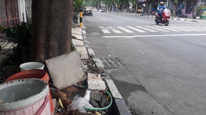 Sudah 2 Pekan Pipa PDAM Giri Tirta Gresik Bocor, Airnya Mengalir ke Selokan