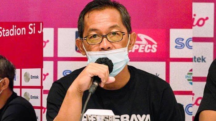 Pelatih Persebaya Surabaya, Aji Santoso saat jumpa pers jelang laga menghadapi Persik Kediri.