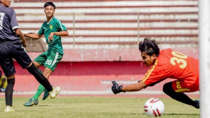 Cetak Gol Saat Persebaya Menang 5-0 Atas PSG Gresik FC,  Akbar Firmansyah Dipuji Aji Santoso