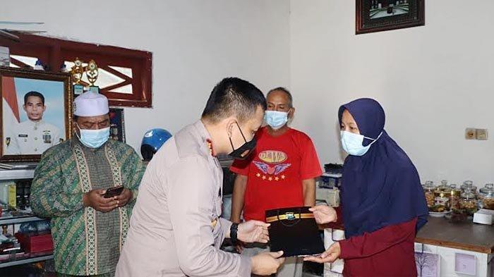 Kapolres Gresik AKBP Arief Fitrianto Kunjungi Lima Keluarga Prajurit KRI Nanggala 402