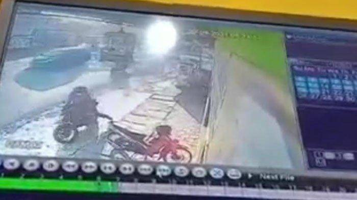 Terekam CCTV, Pencurian Sepeda Motor di Warung Makan Ngoro Kabupaten Mojokerto