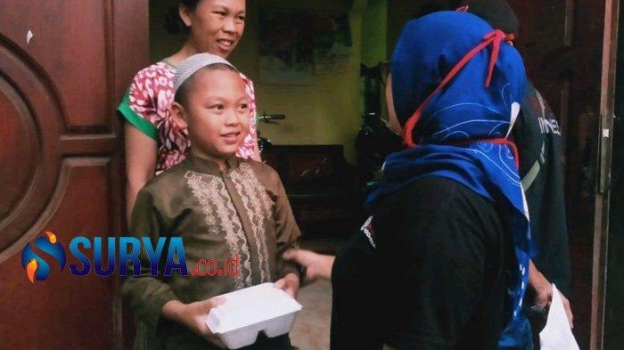 Keranjingan Bagi-Bagi Nasi Bungkus, Dua Warga asal Malang Raih Simpati Mancanegara