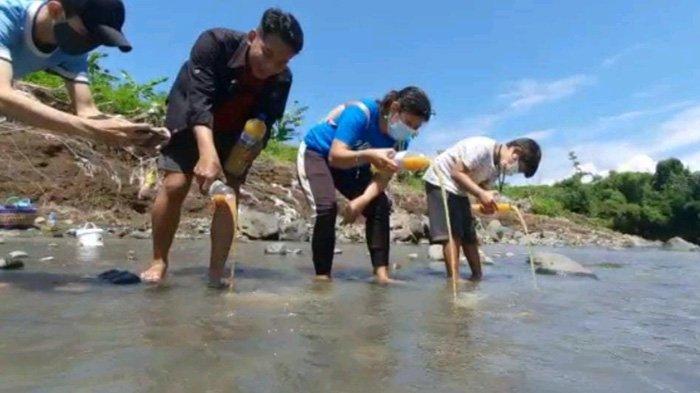 Perbaiki Kualitas Air Sungai, Inilah Eco-Enzyme Yang Dituang Aktivis Lingkungan Jember di HPSN 2021