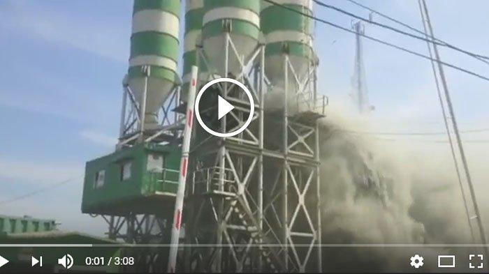 aktivitas-pabrik-milik-pt-merak-jaya-beton_20170523_221212.jpg