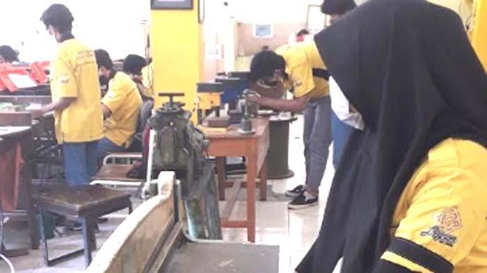 SMKN 12 Surabaya Lirik Industri Perhiasan untuk Peluang Kerja Para Lulusan