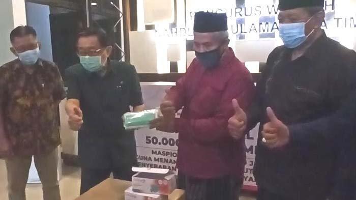 Maspion Group Serahkan 50.000 Masker Medis kepada PWNU untuk Warga Bangkalan
