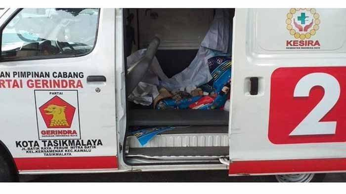 ambulans-berlogo-gerindra-berisi-batu-alat-aksi-22-mei-di-dekat-lokasi-begini-tanggapan-fadli-zon.jpg
