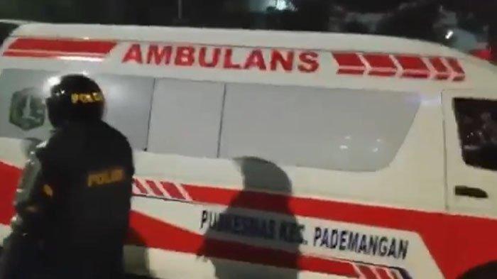 VIRAL Ambulans Pemprov DKI Angkut Batu & Bensin saat Kerusuhan di Gedung DPR/MPR, Ini Kata Polisi!