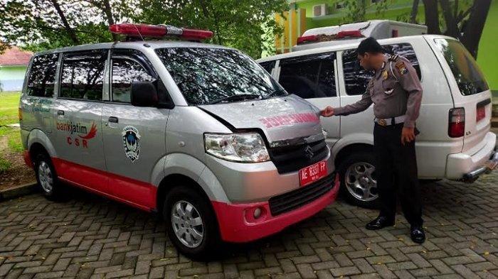 Mobil Ambulans Tabrak Pengendara Motor Saat Sedang Mengangkut Pasien