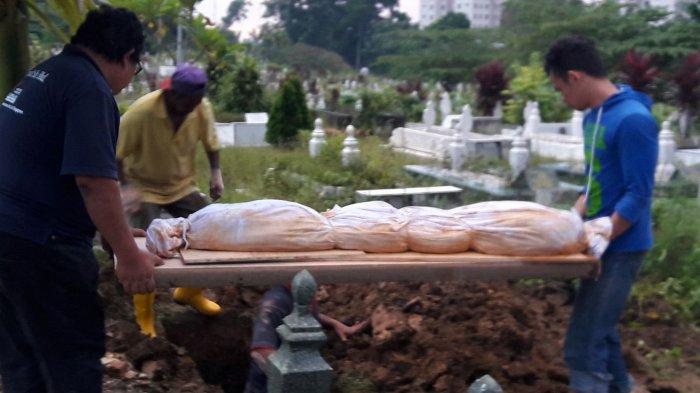 12 Tahun Dikubur, Perempuan ini Kaget Jenazah dan Kafan Ibunya Utuh Bahkan Tidak Berbau