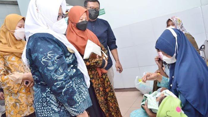 Wabup Aminatun Habibah Minta Warga Gresik Jangan Termakan Berita Bohong Soal Vaksin Covid-19