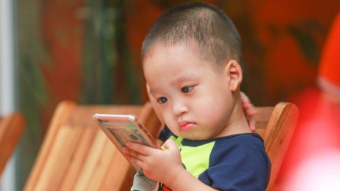 Anak 3 Tahun Kecanduan Gawai Susah Dikontrol, Sheila Cemas Si Buah Hati Jadi Pemarah