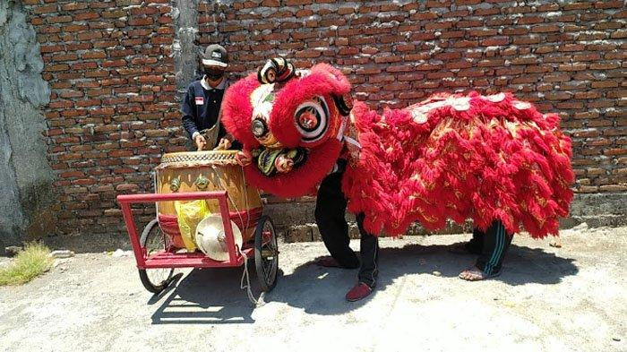 Kisah Indonesian Street Lion Pamerkan Tarian Barongsai dari Kampung ke Kampung di Surabaya