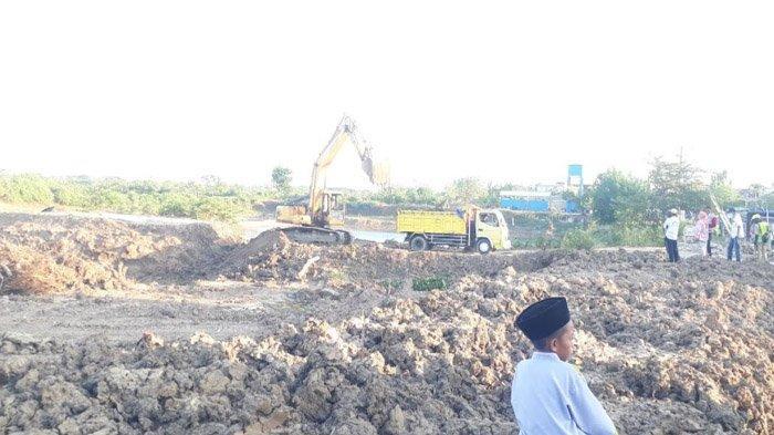 Sedianya untuk Uruk Jalan Desa, Tanah Kerukan Proyek Normalisasi Waduk di Gresik Malah Dijual Murah