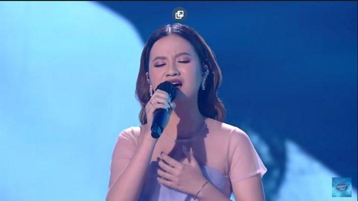 Anggi Marito, kontestan Indonesian Idol 2021 saat tampil di Spektakuler Show 1
