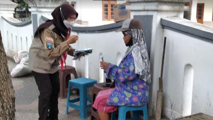 PPKM Darurat, Pramuka Kwarcab Kota Malang Gelar Bakti Sosial Sembari Bagikan Masker Gratis