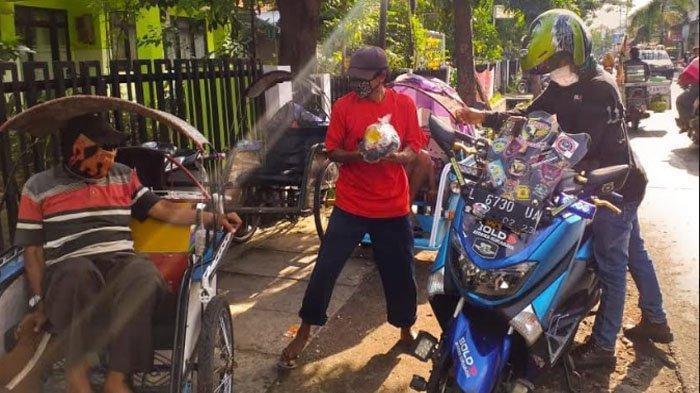 Komunitas Motor Bold Riders Surabaya Bagikan Ribuan Paket untuk Warga Terdampak Covid-19