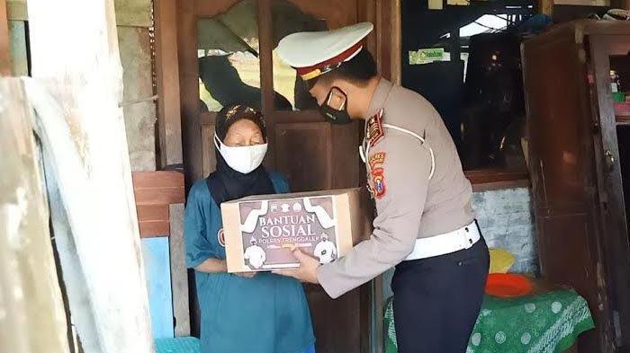 Polres Trenggalek Salurkan 200 Paket Bantuan Door to Door Selama PPKM Darurat