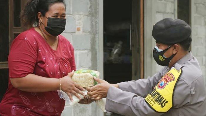 Idul Adha 2021, Polres Blitar Kota Bagikan 750 Paket Daging Kurban dan 1 Ton Beras ke Warga