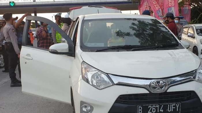 Exit Tol Penompo Mojokerto Dijaga Ketat jelang Larangan Mudik 2021, Plat Luar Kota Diputar Balik