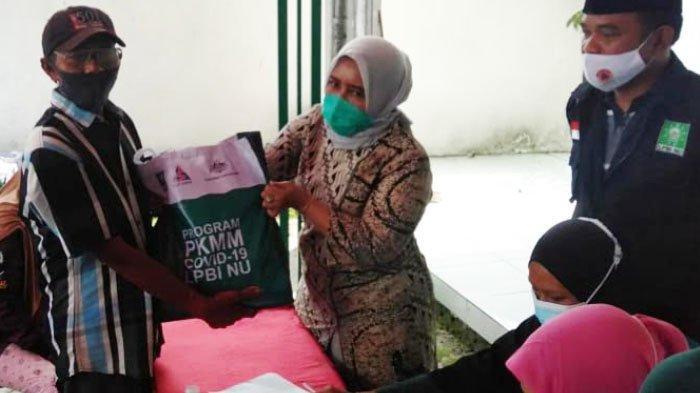 LPBI-NU Bagikan 931 Paket Sembako untuk Warga Sidodadi Taman Sidoarjo