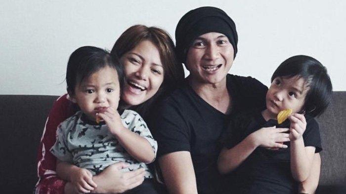 Anji Manji, Wina Natalia dan kedua anakanya