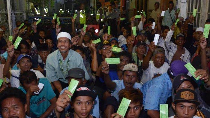 Ribuan Orang Antre Zakat Mal Pengusaha Surabaya, Acara Usai Magrib, Antrean mulai Pukul 14.00 WIB