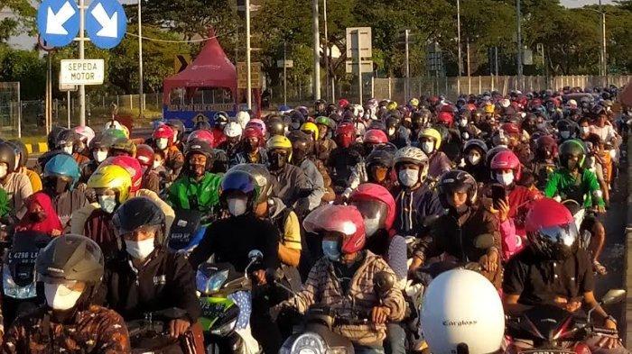 Besok Lebaran, Ribuan Sepeda Motor Antre Melewati Jembatan Suramadu