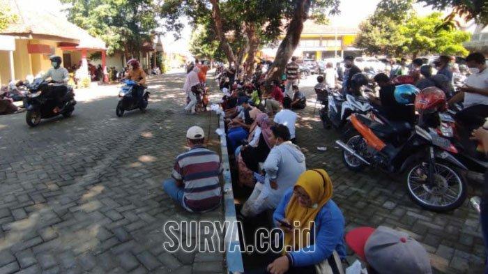 Ratusan Warga Datangi Dinkes Kabupaten Mojokerto Ikuti Vaksinasi Covid-19