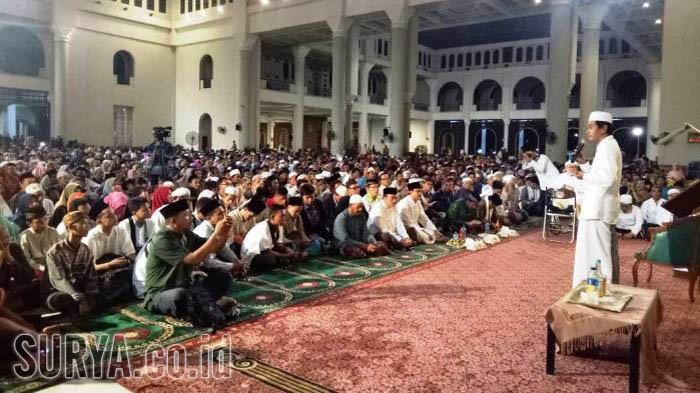 Malam 27 Ramadan, KH Anwar Zahid Isi Syiar Syair Ramadan di Masjid Al Akbar Surabaya