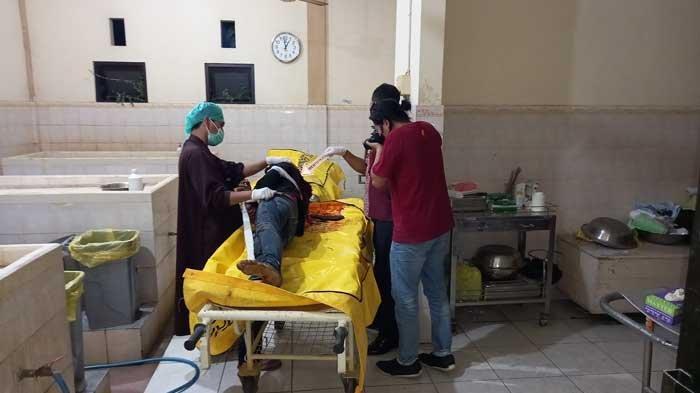 Dua Saudara Tewas Tergeletak di Jalan Lumajang dengan Luka Celurit di Leher