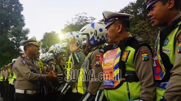 Dua Polisi Surabaya dapat Reward Umrah Gratis Berkat Prestasi Selama Operasi Ketupat Semeru 2019