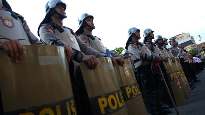GALERI FOTO - Polisi Gelar Pasukan untuk Mengamankan Aksi Hari Buruh se-Dunia - apel_20160429_200939.jpg