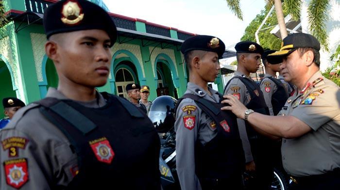 GALERI FOTO - Polisi Gelar Pasukan untuk Mengamankan Aksi Hari Buruh se-Dunia - apel_20160429_201058.jpg