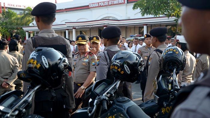 GALERI FOTO - Polisi Gelar Pasukan untuk Mengamankan Aksi Hari Buruh se-Dunia - apel_20160429_201113.jpg