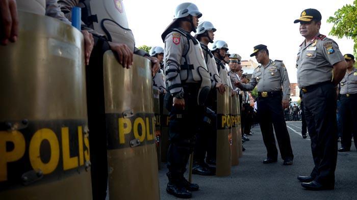 GALERI FOTO - Polisi Gelar Pasukan untuk Mengamankan Aksi Hari Buruh se-Dunia - apel_20160429_201146.jpg