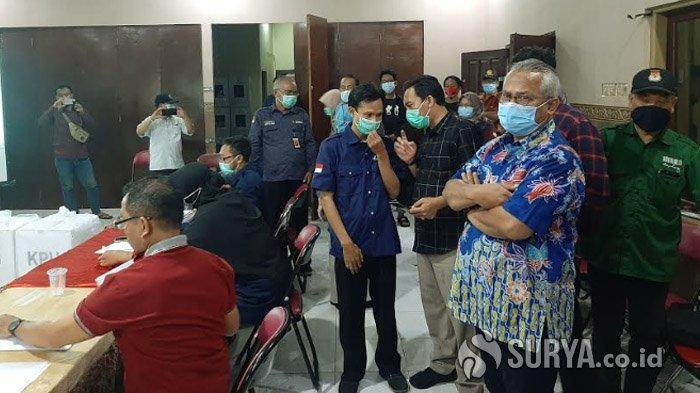 Ketua KPU RI, Arief Budiman saat melihat langsung proses rekapitulasi suara di Kecamatan Kebomas, Gresik, Sabtu (12/12/2020).