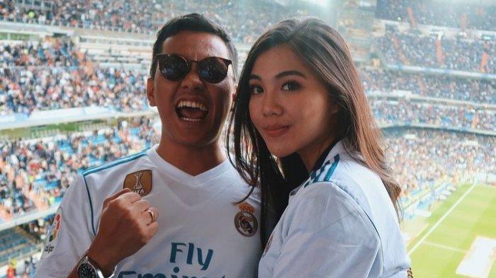 Arief Muhammad dan istri, Tiara Pangestika saat menonton pertandingan Real Madrid di Santiago Bernabeu
